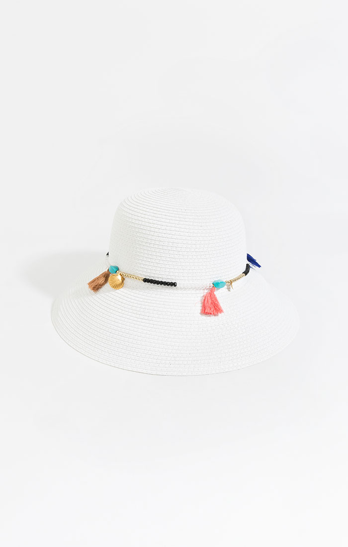 White straw bucket hat