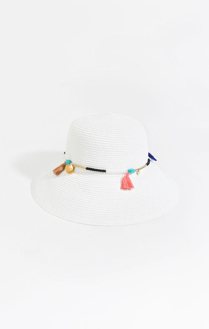 White straw bucket hat