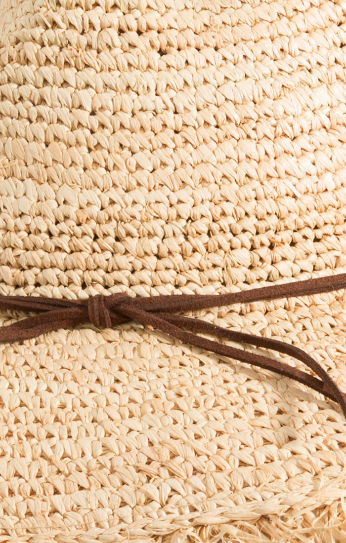 Straw hat with thin border detail