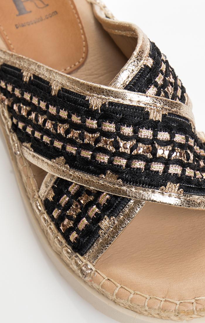 Kiro Sandal - Black/Gold